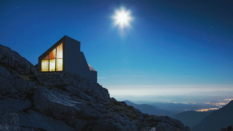 阿尔卑斯山顶上的创意科技房子