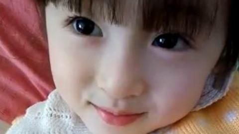这小姑娘颜值爆表啊,眼睛好漂亮,笑容好甜,被萌到了